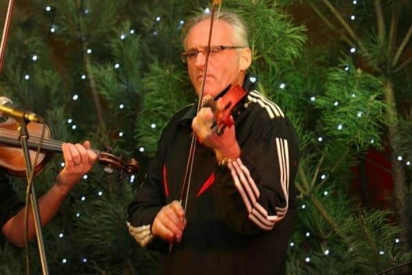 kompozytor i skrzypek jazzowy dyrygent lider zespolu string connection Krzesimir Dębski